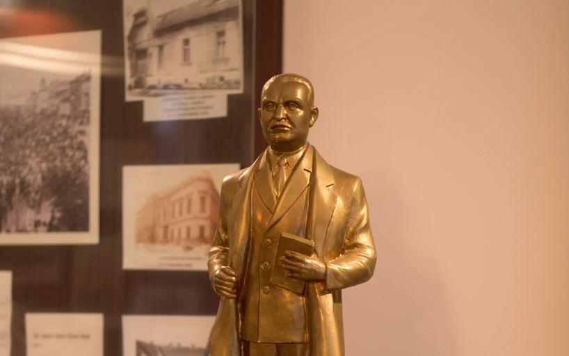 Statuie aurita
